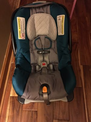 Car seat chicco keyfit 30 for Sale in Oakton, VA