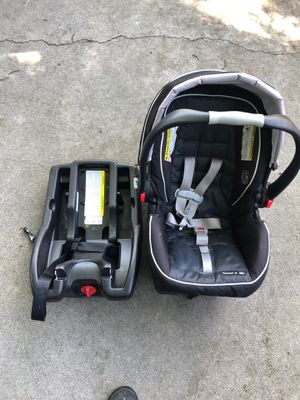 Graco infant car seat with extra base. for Sale in Yakima, WA
