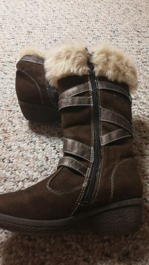 Girls size 3 boots, faux fur, barely worn for Sale in Fairport, NY