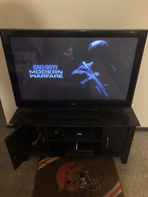 1 Tb ps4 with 2 controllers and head set for Sale in Kent, OH