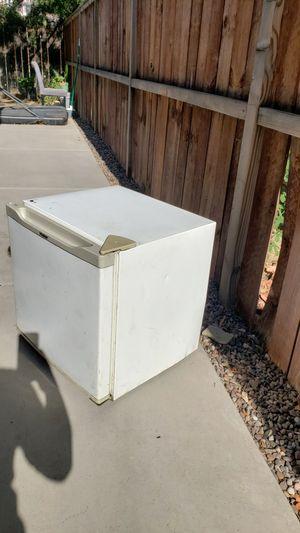 Mini fridge haier for Sale in Moreno Valley, CA