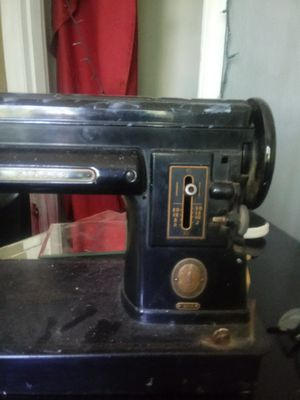 Vintage antique singer sewing machine for Sale in Jefferson City, MO
