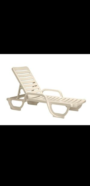 Free lounge chairs for Sale in Hialeah, FL