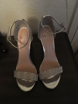 SILVER GLITTER HIGH HEELS for Sale in Parlier, CA