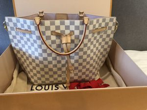Louis Vuitton bag for Sale in West Bridgewater, MA