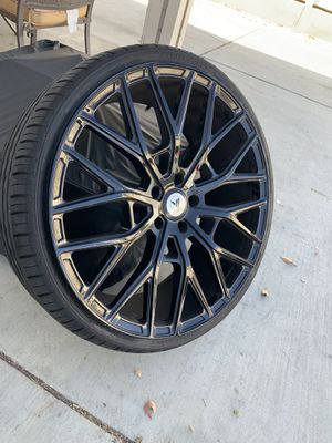 Like New 22in wheels and tires for Sale in Moreno Valley, CA