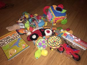 Free baby toys pick up only 107th and Thomas for Sale in Avondale, AZ