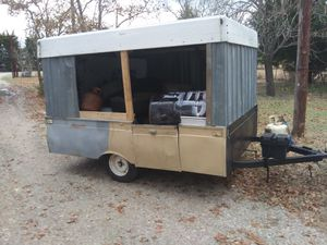 69' Colman pop up made enclosed with spare tire pulls great for Sale in Heath, TX