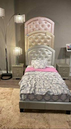 Gaby Platform Bed < twin and full bed > for Sale in Houston,  TX