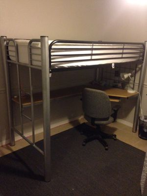 Single bunk bed with desk for Sale in Orlando, FL