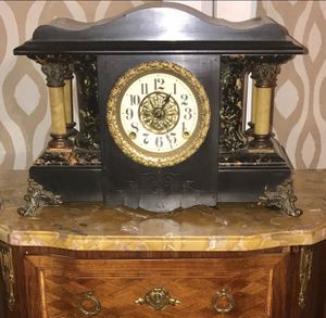 ANTIQUE CLOCK VERY BEAUTIFUL for Sale in Arlington, TX
