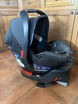 Britax B Safe 35 Elite Car Seat and Base for Sale in Fallbrook, CA
