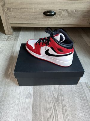 Jordan 1 mid Chicago White Heel for Sale in Indianapolis, IN