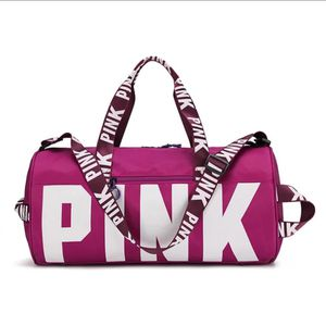 Pink duffle gym bag for Sale in Redford Charter Township, MI