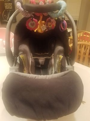 Baby Trend infant carseat with two bases, all weather cover and wrap around toy for Sale in Ferndale, WA