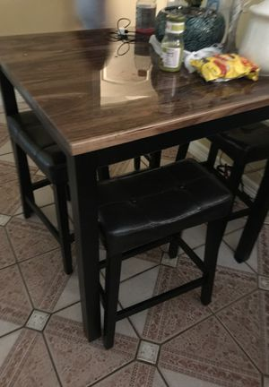 Dining table w 4 stools for Sale in Houston, TX