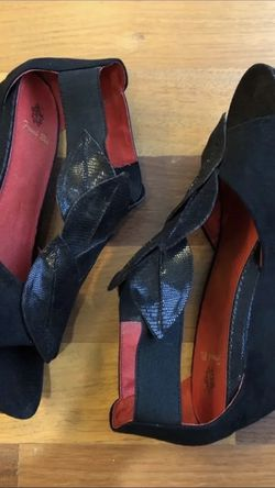 Leather Wedge Sandals 10 for Sale in Bloomfield Hills,  MI