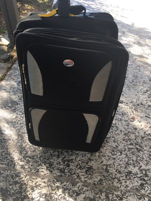 American Tourister Suitcase for Sale in Hudson, FL
