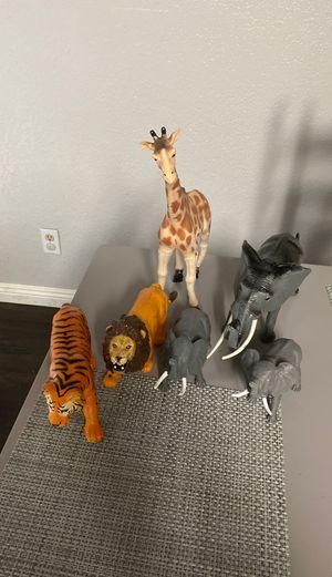 ANIMALES DE PLÁSTICO GRUSO JUGETES O DECORACIONES for Sale in Stockton, CA