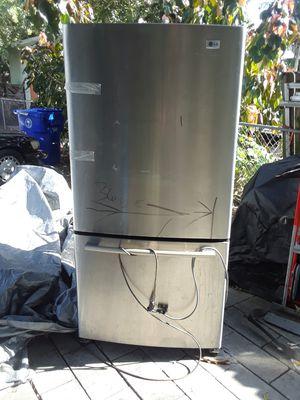 LG Refrigerator..bottom frezer.. for Sale in Miami, FL