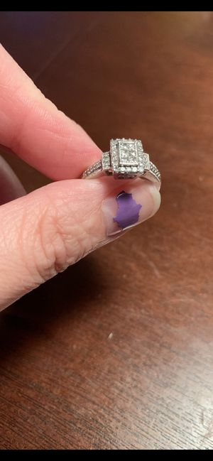 Size 8 wedding ring for Sale in Fargo, ND