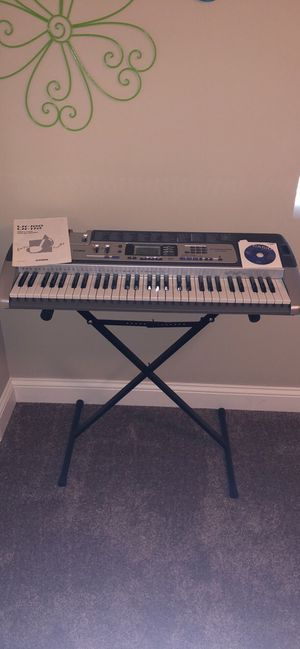 Casio LK-100 lighted Keyboard with 100 song bank for Sale in Naperville, IL