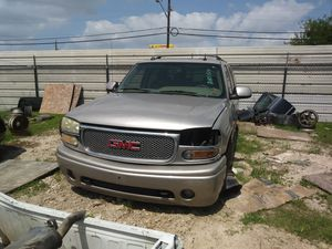 2004 GMC Yukon Denali for Parts only!! for Sale in Houston, TX