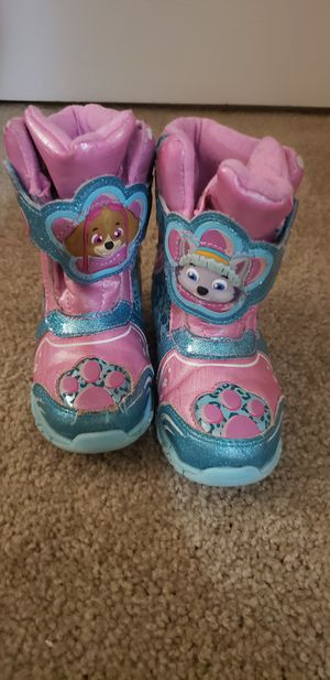 Girls size 9 paw parole snow boots for Sale in Suffolk, VA