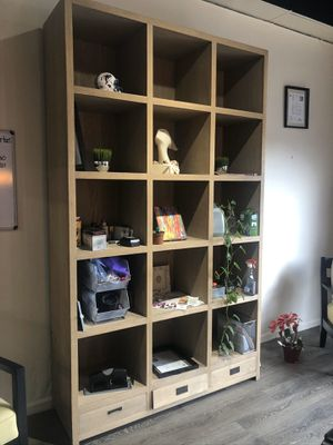 Solid wood book shelf in excellent condition for Sale in Fort Lauderdale, FL