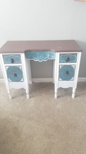 free small desk for Sale in Carrollton, TX
