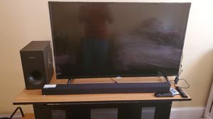TCL Rokus TV Smart TV 43 in with Samsung sound bard for Sale in Hartford, CT