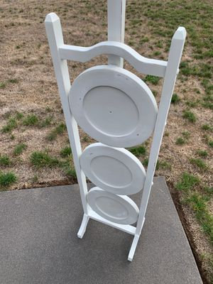 Display Selves. Cute white shelf. It folds up! Shabby chic display shelf. for Sale in Battle Ground, WA