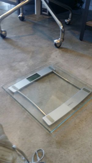 Homedics glass digital bathroom scale! for Sale in Carson, CA
