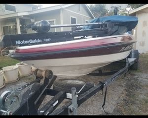 18 Foot TRITON Bass Boat 150hp. for Sale in San Antonio, TX