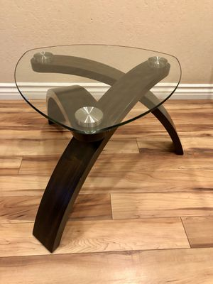 Living Spaces Allure end table for Sale in Foster City, CA