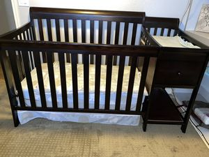 Baby crib with changing table for Sale in Chandler, AZ