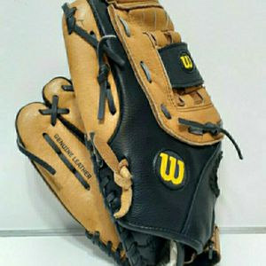 Wilson 13 Inch Genuine Leather Left Handers Baseball/Softball Glove. Great Condition. Regular $100 for Sale in San Antonio, TX