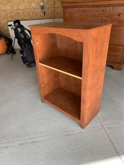 Small/mid size book shelf for Sale in Beverly Hills,  MI