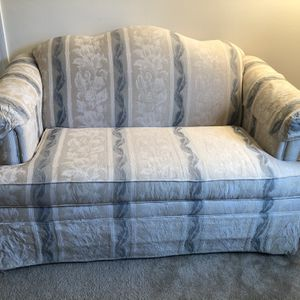 Love seat for Sale in Westborough, MA
