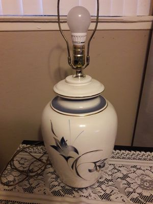 1960'S VINTAGE HAND PAINTED PORCELAIN GINGER JAR TABLE LAMP W/WHIMSICAL LILLIES/GOLD DETAIL for Sale in Anaheim, CA
