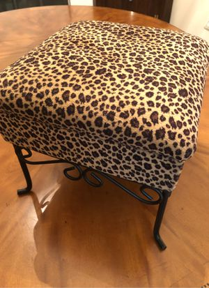 """Small leopard print footstool with storage. 12"""" square for Sale in Odessa, FL"""