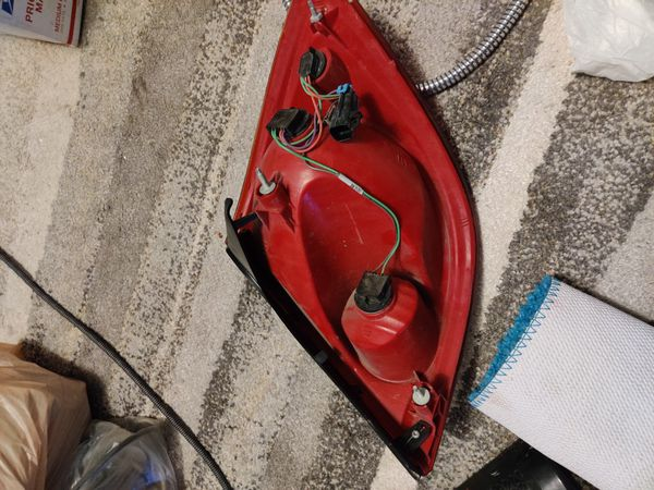 Pontiac G6 Tail light assembly. Driver Side