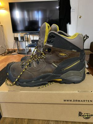KEEN BOOTS Not Worn Much See Soles Size 14 for Sale in Cheyenne, WY