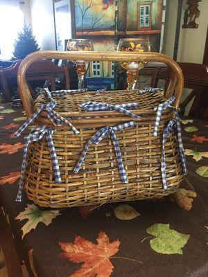 Picnic basket for Sale in Hialeah, FL