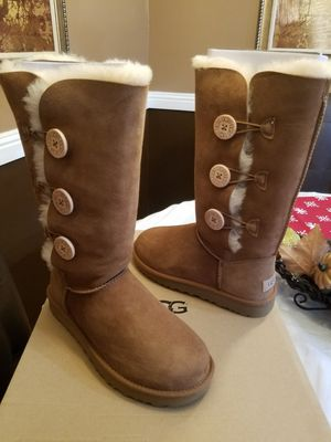 UGG Bailey Button Tripplet II 7 for Sale in Porterville, CA