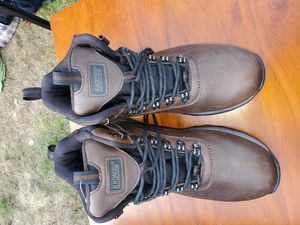 Size 8 leather work boots khombu for Sale in Tacoma, WA