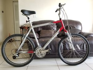 Giant Sedona Hybrid Aluminum, Frame size: 58cm. (XL) Good Condition for Sale in Plantation, FL