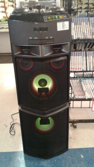 LG 1800W Stereo for Sale in Abilene, TX