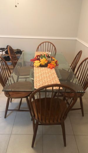 Glass top dining room table with six chairs for Sale in Pompano Beach, FL