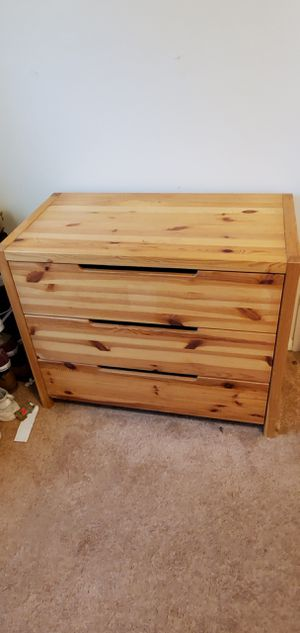 3 drawer dresser for Sale in Bowie, MD